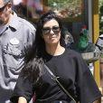 Kourtney Kardashian et Scott Disick passent une journée à Disneyland avec leurs enfants Mason, Penelope et Reign Disick à Anaheim. La petite North West les accompagne le 18 avril 2017.