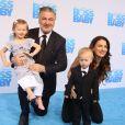 Alec Baldwin avec sa femme Hilaria Baldwin et ses enfants Carmen et Rafael à la première de ''Boss Baby'' à AMC Loew's Lincoln Square à New York, le 20 mars 2017