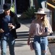 Hilary Duff se promène avec son nouveau compagnon Matthew Koma dans le quartier de Santa Barbara à Los Angeles le 15 janvier 2017.