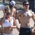 Hilary Duff et son compagnon Matthew Koma profitent d'une belle journée ensoleillée en amoureux sur une plage au Costa Rica le 15 février 2017