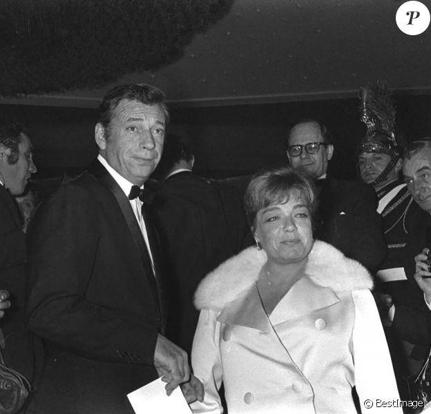 Yves Montand et Simone Signoret - Avant-première du film Grand Prix à Paris en 1967