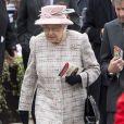 La reine Elizabeth II assistait aux courses à l'hippodrome de Newbury, le 21 avril 2017, le jour de son 91e anniversaire.