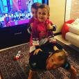 """Michele Scarponi et ses """"deux leaders"""", ses jumeaux, le 21 avril 2017 à la veille de sa mort, photo Instagram. Le coureur cycliste italien de l'équipe Astana a été tué samedi 22 avril 2017 par un camion lors d'une sortie d'entraînement près de chez lui dans la province d'Ancône."""