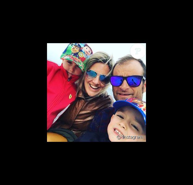 Michele Scarponi, sa compagne Anna Tommasi et leurs jumeaux, photo de profil Instagram d'Anna. Le coureur cycliste italien de l'équipe Astana a été tué samedi 22 avril 2017 par un camion lors d'une sortie d'entraînement près de chez lui dans la province d'Ancône.