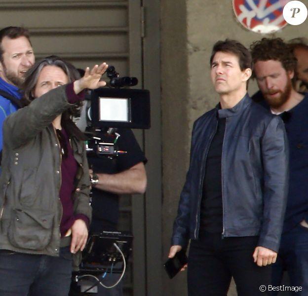 Tom Cruise tourne une scène du prochain épisode de Mission Impossible 6 quai Austerlitz à Paris le 24 avril 2017.