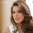 """Iris Mittenaere très émue en évoquant les moqueries subies dans son enfance à cause de sa maigreur. Emission """"50 mn inside"""" sur TF1. Le 25 mars 2017."""