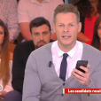 """Insulté par un téléspectateur, Matthieu Delomeau lui répond en direct dans """"Il en pense quoi Matthieu ?"""" sur C8, le 14 avril 2017."""