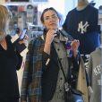 Exclusif - Demi Moore, presque méconnaissable, fait du shopping à New York le 17 avril 2017.