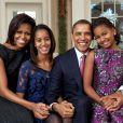 La famille Obama pour un portrait familiale au bureau oval, le 11 décembre 2011 à Washington - Pete Souza/Photoshot/ABACAPRESS.COM