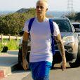 Justin Bieber arrive au volant de sa jeep Mercedes et fait une balade sur les hauteurs de Los Angeles, le 28 février 2017