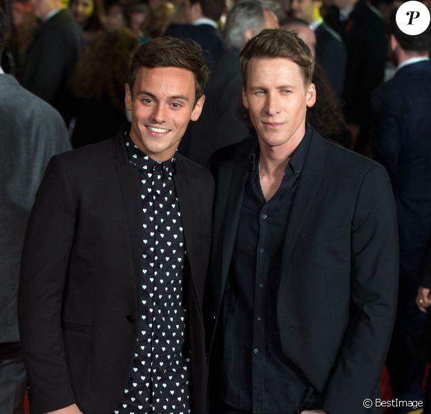 """Tom Daley et son compagnon Dustin Lance Black - Avant-première du film """"The Hunger Games - La Révolte : Part 2"""" à Londres. Le 5 novembre 2015"""