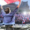 DJ Michael Canitrot - Concert sur l'esplanade du musée du Louvre lors de la victoire de E. Macron au deuxième tour de l'élection présidentielle à Paris le 7 mai 2017.