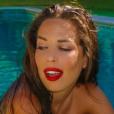 Kim des Marseillais sexy dans sa piscine, le 25 juillet 2016.