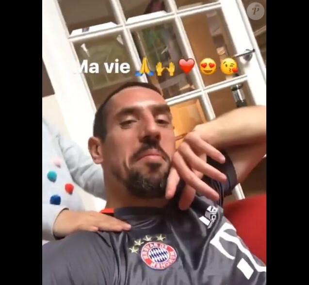Franck Ribéry massé par sa fille Shakinez, vidéo postée sur Instagram en mai 2017.