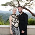 Michelle Williams et Nicolas Ghesquière assistent au défilé Louis Vuitton (collection prêt-à-porter croisière 2018) au Miho Museum. Kyoto, le 14 mai 2017.