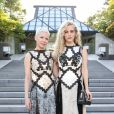 Michelle Williams et Riley Keough assistent au défilé Louis Vuitton (collection prêt-à-porter croisière 2018) au Miho Museum. Kyoto, le 14 mai 2017.