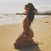 Taylor Hill : Canon en bikini et détendue avec son chéri