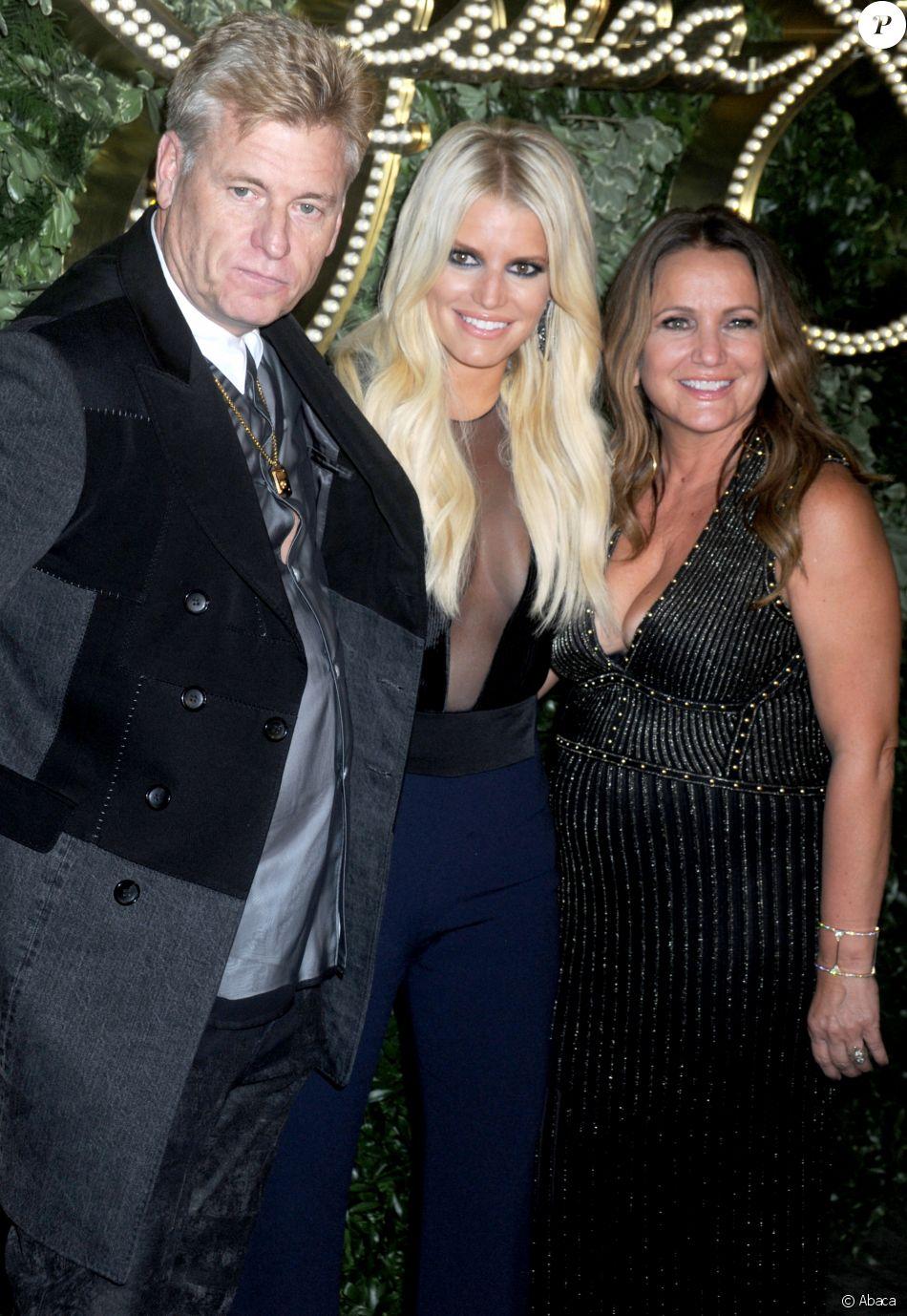 Joe Simpson, Jessica Simpson et Tina Ann Drew à New York. Septembre 2015.