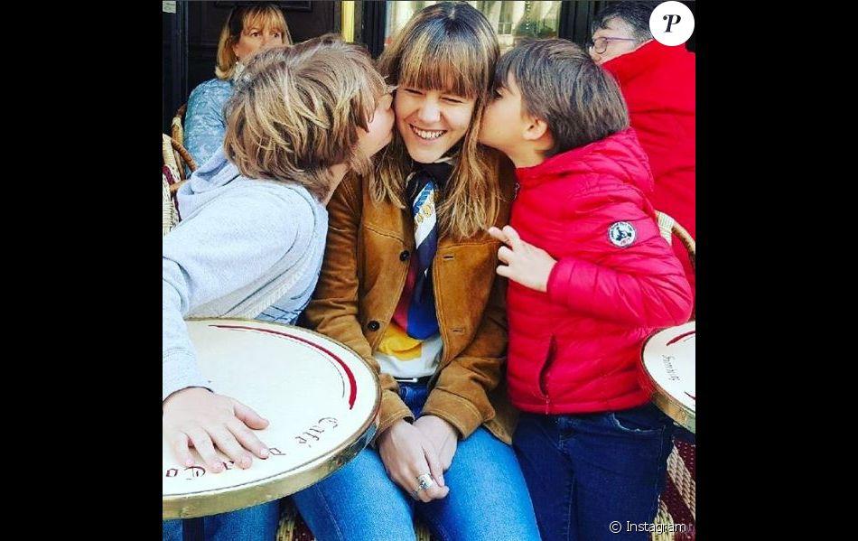 sarah lavoine a partag cette jolie photo de ses trois enfants yasmine roman et milo sur. Black Bedroom Furniture Sets. Home Design Ideas