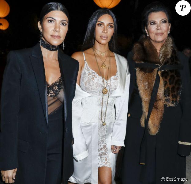 """Kourtney Kardashian, Kim Kardashian et leur mère Kris Jenner au défilé de mode """"Givenchy"""", collection prêt-à-porter Printemps-Eté 2017 lors de la Fashion Week de Paris, France, le 2 October 2016. © Olivier Borde/Bestimage"""