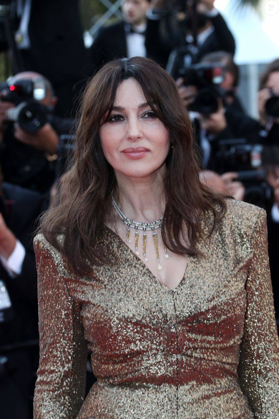 9 photos monica bellucci sublime au festival de cannes 2017. Black Bedroom Furniture Sets. Home Design Ideas