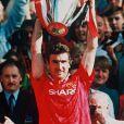 Eric Cantona sous le maillot de Manchester United en 1994 lors de la Ligue des Champions.