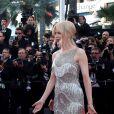 """Elle Fanning et Nicole Kidman - Montée des marches du film """"Les proies"""" lors du 70ème Festival International du Film de Cannes. Le 24 mai 2017. © Borde-Jacovides-Moreau / Bestimage"""