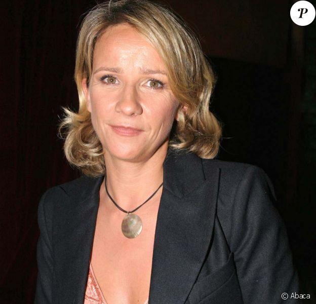 Ariane Massenet sert à montrer ses seins...