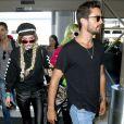 Bella Thorne arrive à l'aéroport de LAX accompagnée de Scott Disick et de sa soeur Dani Thorne pour prendre l'avion en direction de Cannes, le 22 mai 2017