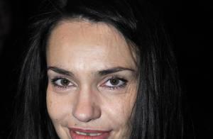 Béatrice Dalle seule... mais souriante au défilé Dior Homme !