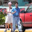 """Darren Criss sur le tournage de """"Versace: American Crime Story"""" à Miami, Floride, Etats-Unis, le 2 mai 2017. © CPA/Bestimage"""