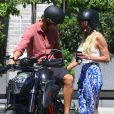 Candice Swanepoel et son fiancé Hermann Nicoli à New York, le 17 mai 2017.