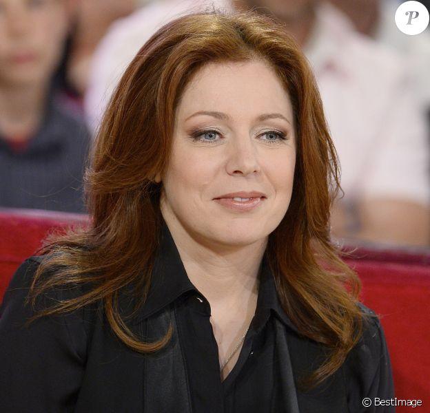 """Isabelle Boulay - Enregistrement de l'émission """"Vivement Dimanche"""" à Paris le 28 mai 2014."""