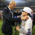 Zinedine Zidane a savouré avec son fils Elyaz la victoire du Real Madrid en finale de la Ligue des Champions contre la Juventus de Turin le 3 juin 2017 à Cardiff.