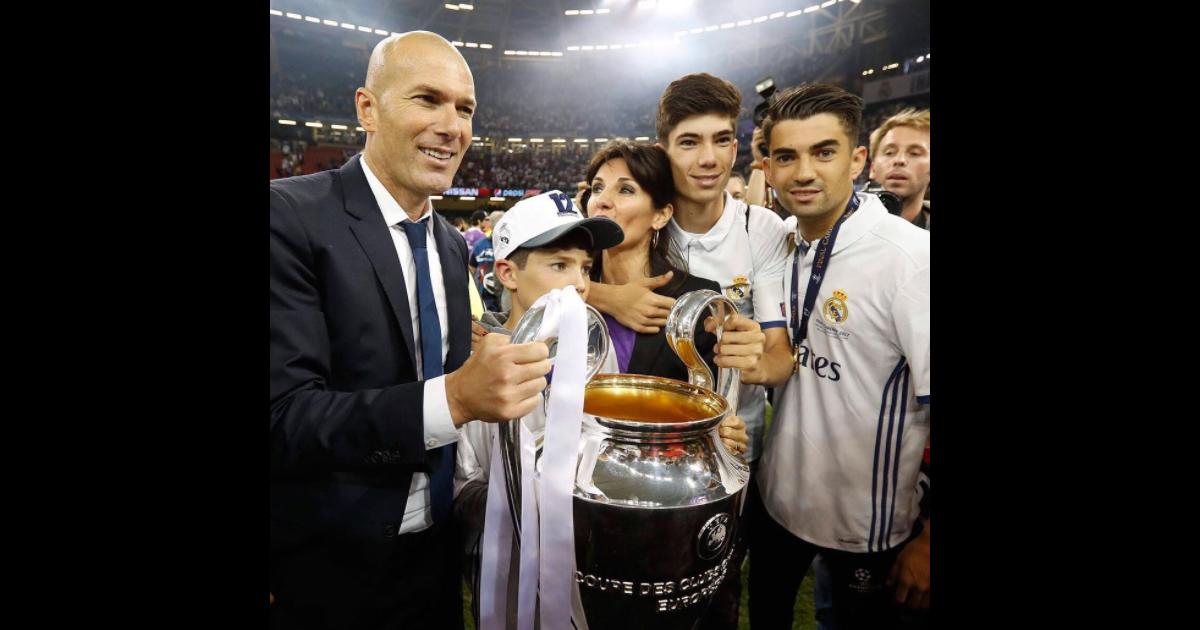 Zinedine Zidane Soul U00e8ve Le Troph U00e9e De La Ligue Des