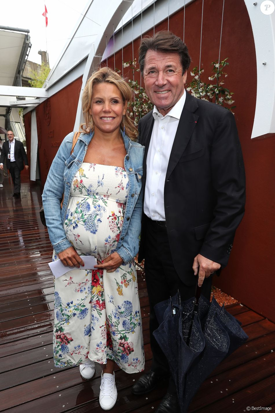 laura tenoudji enceinte et radieuse avec christian estrosi roland garros purepeople. Black Bedroom Furniture Sets. Home Design Ideas