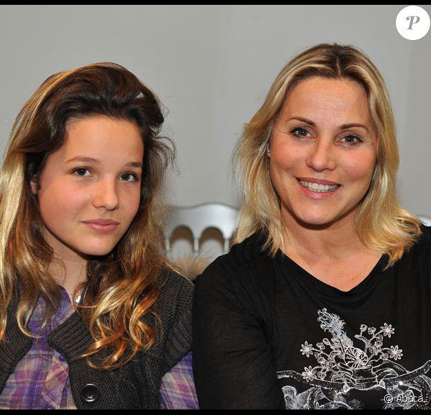 Sophie Favier et sa fille Carla-Marie au défilé Basil Soda