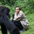 """Exclusif - Jour 3. Sonia Rolland . Visite de la famille des gorilles """"Sabignwo"""". Le 29 novembre 2012 au Rwanda29/11/2012 -"""