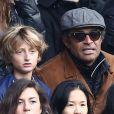 Yannick Noah et son fils Joalukas - People au match de de la ligue 1 entre le PSG et Evian au Parc des Princes à Paris le 18 janvier 2015.