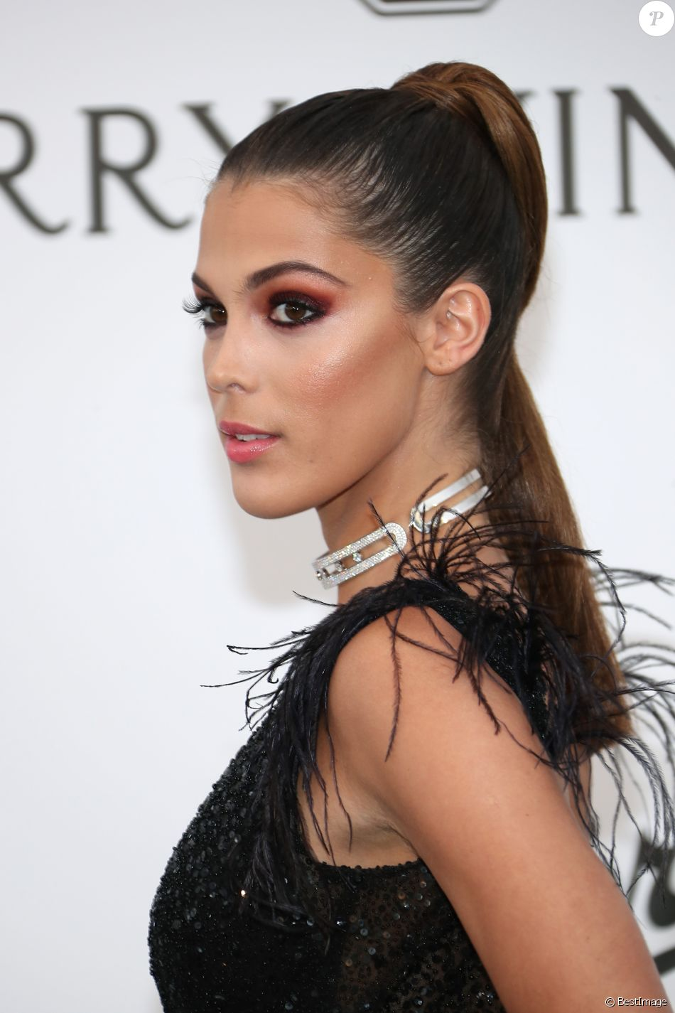 "Iris Mittenaere - Photocall de la soirée ""24th edition of AmfAR's Cinema Against AIDS"" Gala à l'hôtel de l'Eden Roc au Cap d'Antibes, le 25 mai 2017, lors du 70ème Festival International du Film de Cannes. © Borde-Jacovides-Moreau/Bestimage"
