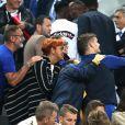 Antoine Griezmann avec ses parents Alain et Isabelle et sa compagne Erika Choperena - Les joueurs retrouvent leur famille dans les tribunes à la fin du match de quart de finale de l'UEFA Euro 2016 France-Islande au Stade de France à Saint-Denis le 3 juillet 2016. © Cyril Moreau / Bestimage