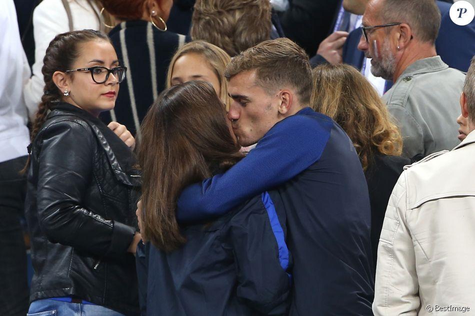 Antoine Griezmann et sa compagne Erika Choperena dans les tribunes à la fin du match de quart de finale de l'UEFA Euro 2016 France-Islande au Stade de France à Saint-Denis le 3 juillet 2016. © Cyril Moreau / Bestimage P