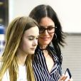 Exclusif - Courtney Cox et sa fille Coco Arquette à l'aéroport de Miami le 30 mars 2017.