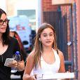 Exclusif - Courteney Cox se promène avec sa fille Coco Arquette dans les rues de Los Angeles, le 11 août 2016