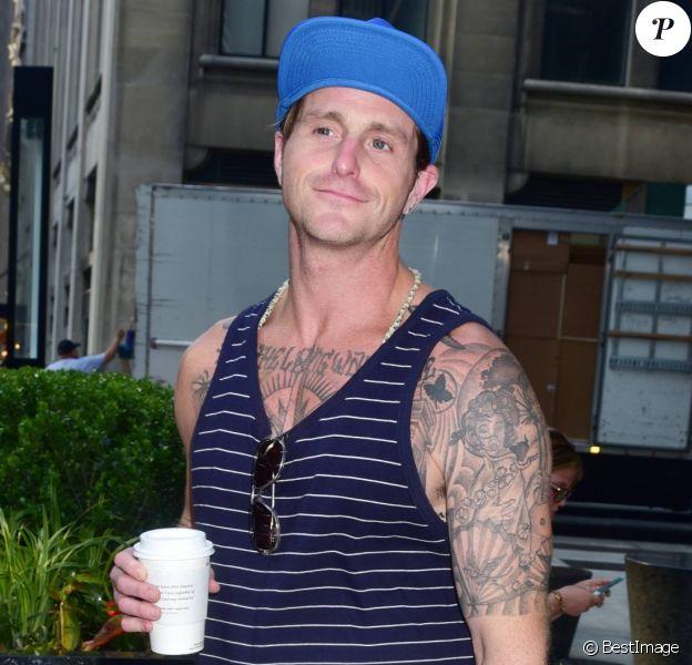Cameron Douglas à la sortie d'un Starbucks à New York, le 13 juin 2017.
