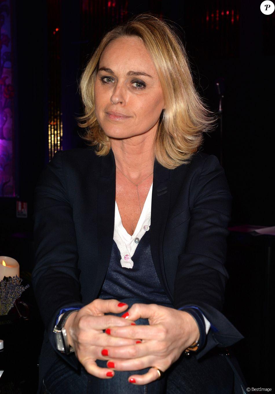 """Semi-Exclusif - Cécile de Menibus à la soirée des parfums Caron """"Pour un homme vous feriez quoi ?"""" au Théâtre du Renard à Paris le 22 mars 2017. © Ramsamy Veeren/Bestimage"""