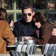 Depuis le 2 février 2008, Nicolas Sarkozy et Carla Bruni sont époux et femme. Ici un instant volé de jeunes mariés dans le parc du château de Versailles