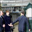 En Grande-Bretagne le 26 mars, Carla Bruni-Sarkozy enchante les Anglais avec ses tenues signées Dior. Nicolas Sarkozy quant à lui ne veut pas la perdre de vue.