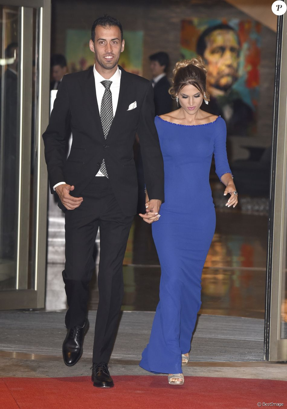 Sergio Busquets et sa compagne Elena Galera au mariage de Lionel Messi et  Antonella Roccuzzo au Pullman City Center de Rosario en Argentine le 30  juin 2017.