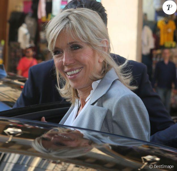Brigitte Macron (Trogneux) - Sortie du vernissage de l'exposition ''Christian Dior, couturier du rêve'' pour les 70 ans de la maison Christian Dior au Musée des Arts Décoratifs à Paris, le 3 juillet 2017. © CVS/Veeren/Bestimage